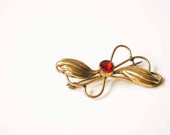 Vintage brooch brass. Vintage gold brooch. Gold brooch. Gold brooch flower. Leaves brooch. Leaves gold brooch.