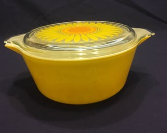 Vintage Pyrex Casserole with Daisy Lid #475