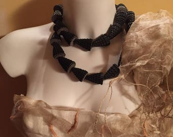 SPOOL necklace, made with the technique of quilling, used corrugated cardboard and waxed thread. Black/Brown.