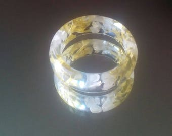 Eco resin ring with flowers.