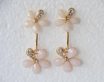 Vintage Flower Earrings Ivory Flower Gemstone Earrings