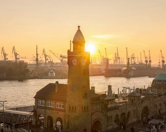Sunset at landungsbrücken, Hamburg - fine art photography (70 x 50 cm)