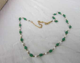 Vintage Retro Faux Pearl & Emerald Glass Beaded Necklace
