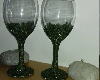 A gorgeous pair of green glitter wine glasses. Wash safe.