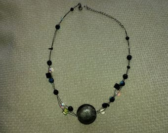 A beuatiful beaded vintage necklace.
