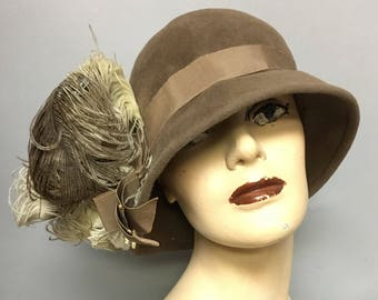 Retro 1920's Style FLAPPER Hat, Vintage 1950's Wool CLOCHE Hat, Ostrich FEATHERS