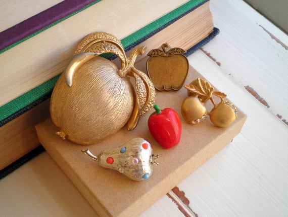 Vintage Fruit & Berry Brooch + Pin 5 Lot Destash - 1960s / 1980s - Brass Gold + Silver Tone Metal Jewelry Brooches / Pins Instant Collection