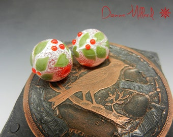 SRA Handmade LAMPWORK HOLLY Earring Pair of Glass Beads Donna Millard christmas holly berries lamp work winter snow ice red green