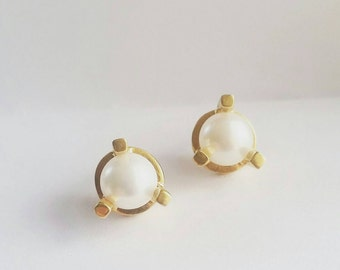 Minimalist Gold Large Prong Stud Earrings. Gold Pearl Stud Earrings. Simple gold studs.