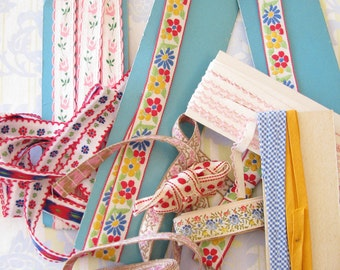 Give the World a Smile....Fun & Colorful Vintage 1950s-1960s Trim