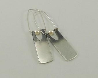 Sleek Sterling and Pearl Earring - E2421