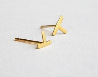 T shape earrings, tiny gold stud earrings, small gold earring, minimalist gold stud earring, single stud earring, gold post earring, contour