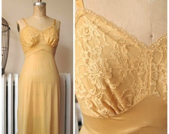Goldie | Vintage 1960s Vanity Fair Sun Kissed Gold Nylon Full Slip with Floral Lace Bodice and Scallop Hem Size S