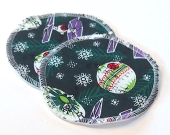 Large Reusable Nursing Pad Set in Bamboo/Organic Cotton with heavy fleece in Quilter's Cotton - Star Wars Christmas