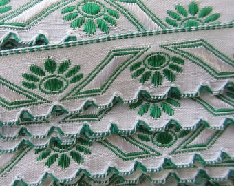 "Italy 2 Yards Fabric Trim White And Green Folkloric Scalloped Trim 1/2"" Wide Ribbon  RV 46"
