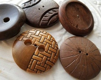 Vintage Buttons -5 extra large  assorted novely wood design 1940's-50's  (feb 363 17)