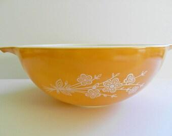 Pyrex Butterfly Bowl, 1960s Pyrex Bowl, 1970s Gold Pyrex Bowl, Gold Butterfly Bowl, 4 Qt Bowl, Gold Cinderella Bowl
