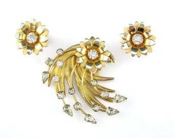 Rhinestone Brooch Earrings Gold tone Retro