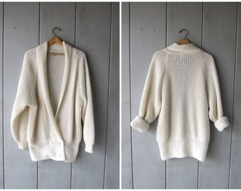 Vintage white sweater coat 80s Oversized thick knit Coat Chunky Fuzzy Knit Sweater Long cardigan with pockets Cocoon sweater Medium Large