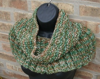 Knit Cowl, Chunky Knit Cowl, Cowl, Hand Knit Cowl, Knit Scarf, Knitted Snood, Hand Knit Scarf, Infinity Scarf, Ribbed Cowl in Green
