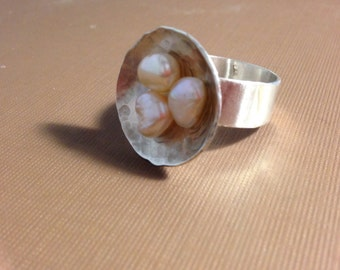 Silver and pearls ring hammered round disc Baroque peach pearls ring