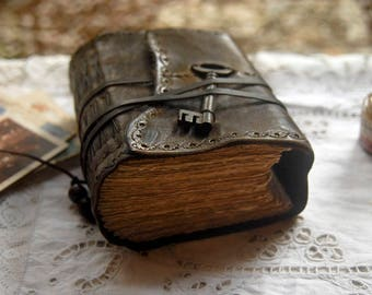 The Storyteller - Rustic Leather Journal, Extra Thick, Aged Paper, Vintage Key - OOAK