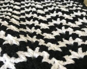 Crochet Black and White Baby Afghan Zig Zag Chevron Pattern