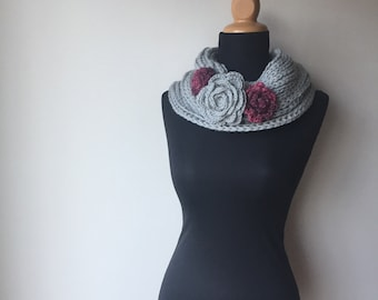 Hemp Wool infinity loop scarf flower broches romantic eco chic sustainable fashion grey pink ready to ship