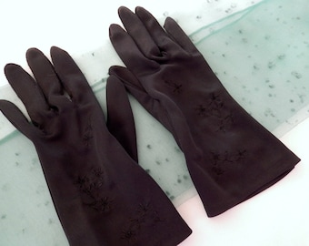 vintage black gloves, nylon gloves, embroidered, size small, evening, party, elegant, 1950s, ladies accessories