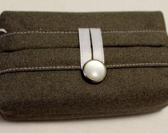 Tissue Holder-Gray and White Leaf Print