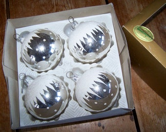 Silver and White, Mercury Glass, Christmas Ornaments, Round Ornaments, White Polka Dots, Zig Zag Pattern, Large Ornaments, Vintage