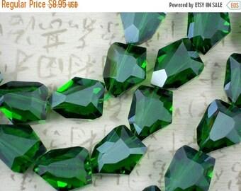 SALE 6 Big 28mm Emerald Trapezoid Crystal Beads Polygon (C208)