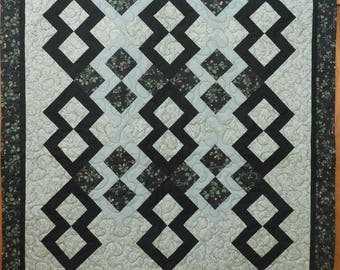 Lap Quilt, Green, Lover's Knot, Traditional, Pieced and Quilted