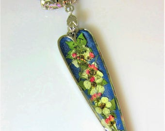 Heart of Flowers, Pressed Flower Pendant, Real Flowers Necklace  Pressed Flower Jewelry, Resin, (2048)