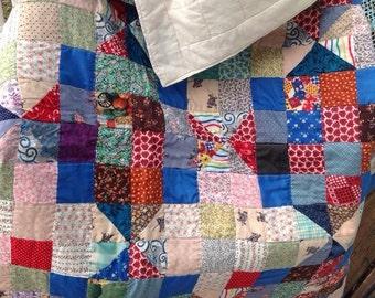 Vintage handmade patchwork quilt. Vintage quilt. Handmade quilt. Craft. Sewing. Vintage throw.