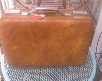 Vintage American Tourister tan brown briefcase. Vintage suitcase. Travel. Suitcase. Vintage travel.