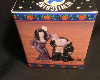 Universal Monster Dracula & Vampire Bride Salt and Pepper shakers - 1989
