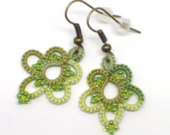 Greenery Lace Earrings-Tatted Lace-Flower Earrings-Botanical Earrings-Floral Beaded-Lace Drops-Bridesmaid Gift-Romantic-Lightweight Earrings