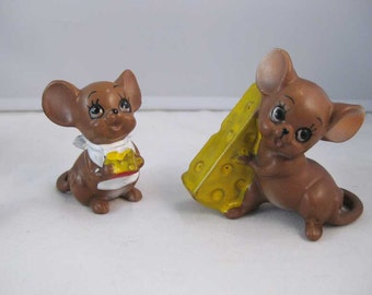 Vintage Josef Originals Mouse Village Figurines Mice With Cheese (2)