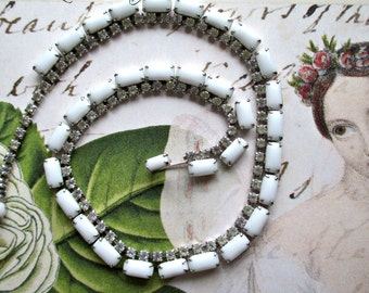 BeauTiFuL & ELeGaNT CHoKeR STYLe ViNTaGe NeCKLaCE - WHiTe WiTH CLeAR RHiNeSToNeS