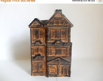 Vintage 1970's San Francisco Clay Pottery Row House Free Standing / Wall Pocket Vase by COUNTERPOINT