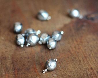 Vintage Baroque Pearl Clasp in Gray