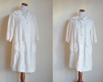 Vintage Robe, 1960s Fuzzy Robe, Vintage Sleepwear, Vintage Housecoat, Ivory White Robe, Vintage Housecoat, Large