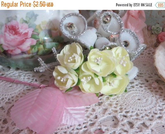 ON SALE Petite Rollo Cabbage Roses in Lemon Cello-1 bunch
