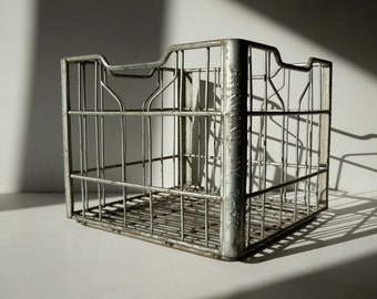 Vintage Metal Wire Crate / Vintage Metal Milk Crate / Storage Organization / Wire Basket / Silver Metal Crate / Harmony 1957 / Old Beverage