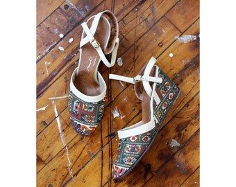 Vintage Barkcloth Wedge Heels 7 • Tapestry Shoes • White Wedges • 50s Shoes • Vintage Heels • 60s Shoes • White Heels | SH428