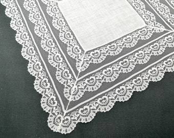 VINTAGE WEDDING HANKIE Bridal White Beautiful Triple Lace Border 4 1/2 inches deep Lace Linen Center Scalloped Edges Excellent Condition
