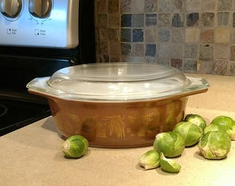 Vintage Pyrex Covered Cinderella Casserole 1 1/2 Quart in the Early American Pattern