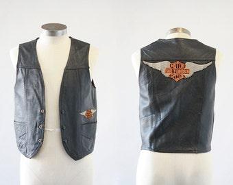 BIKER BABE Vintage 70s Vest | 1970s Black Leather Motorcyle Vest w/ Harley Davidson Patches | Moto Americana, Hippie, Rocker | Mens Sz Small