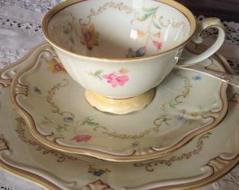 RARE Antique Veb Reichenbach German Porcelain Tea Trio 1940 ca.